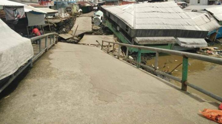 Lonsor Landa Inhil, 4 Rumah, 1 Pos Ronda dan Jembatan Rusak Berat