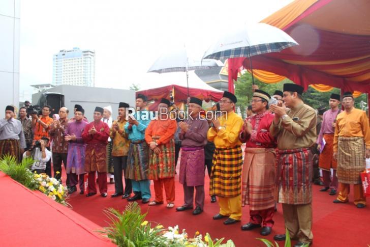 Ikon Pembangunan Ekonomi Riau dan Kepri