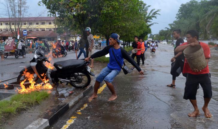 Diduga Akibat Banjir, Satu Unit Sepeda Motor Terbakar di Dumai