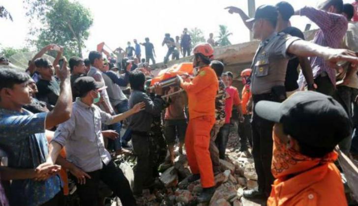 Bantu Korban Gempa Pidie Jaya, IKA SMANSA Pekanbaru Galang Dana