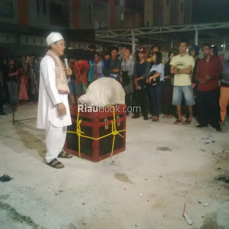 Masyarakat Berbondong-bondong Saksikan Pertunjukan Akrobat di Pekanbaru