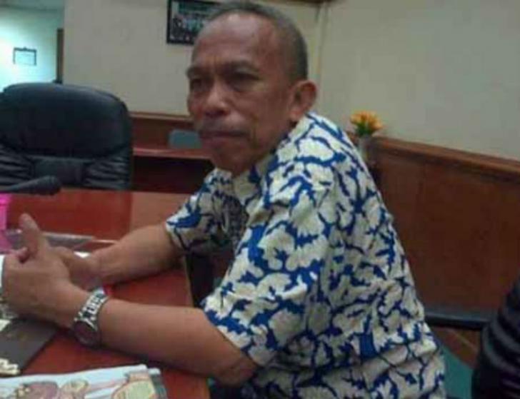 Isak Tangis Mewarnai Pelepasan Jenazah Almarhum Rospian di Gedung DPRD Riau