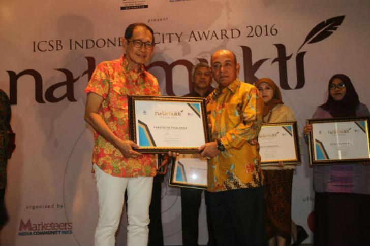 Bupati Pelalawan Terima Penghargaan Natamukti Pranata