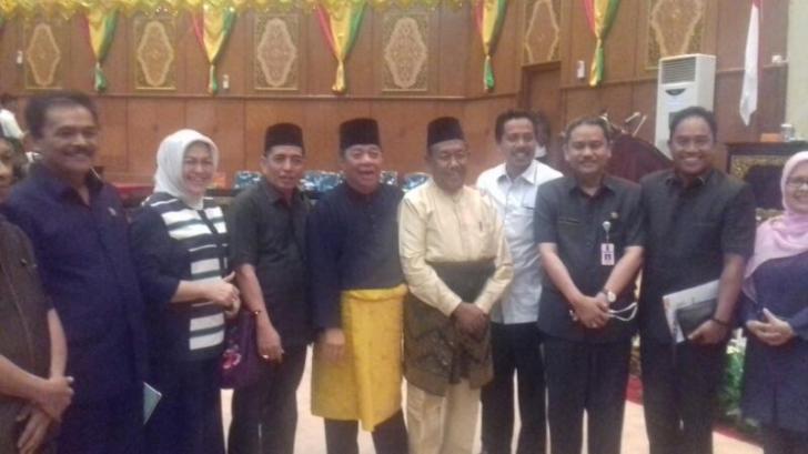 Dua Calon Wakil Gubernur Sampaikan Visi Misi di Hadapan Anggota DPRD Riau