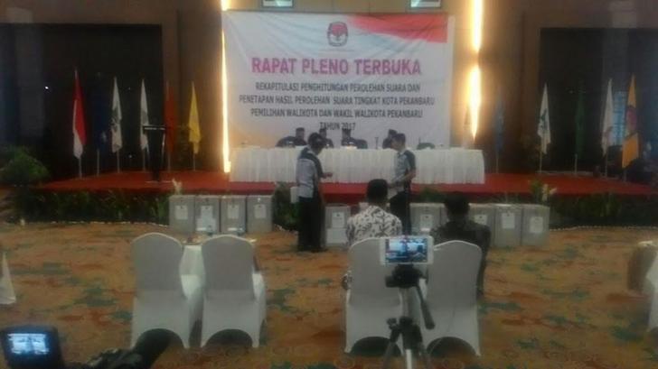 Saksi BISA Walk Out, Tolak Hasil Rekapitulasi KPU Pilkada Pekanbaru