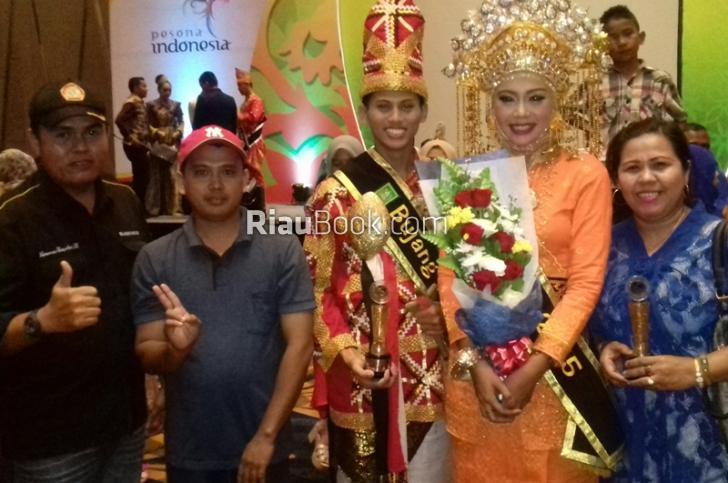 Kebetulan Andi Rachman Tanyakan Bono, Dara Riau 2015 di Pangkuan Putri Pelalawan