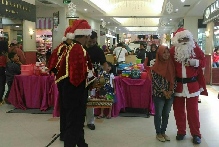 Mall Pekanbaru Ramai Dikunjungi, Sinterklaas Ikut Meriahkan Suasana