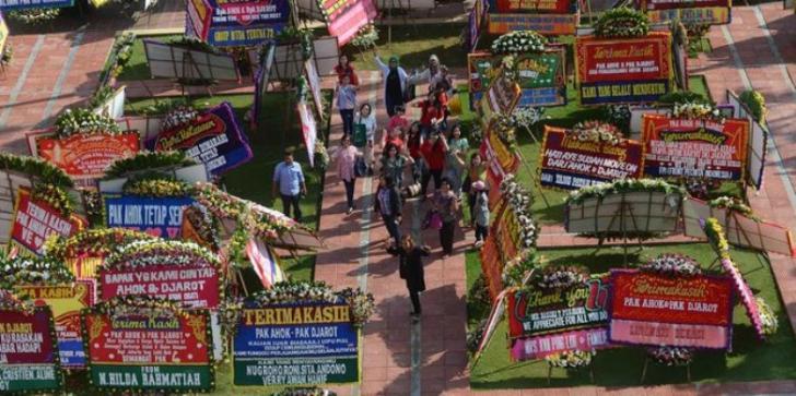 Karangan Bunga untuk Ahok Tembus 2.700 Papan, Mulai Padati Jakarta