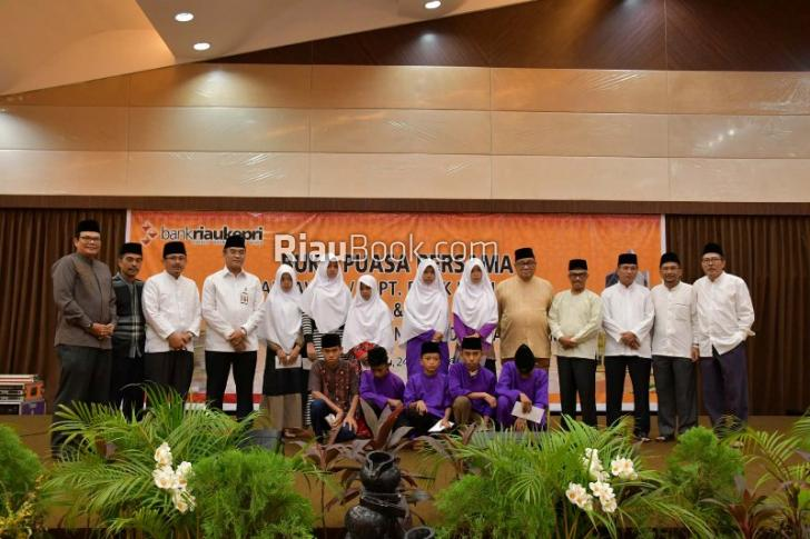 Bank Riau Kepri Beri Santunan 700 Anak Yatim Piatu