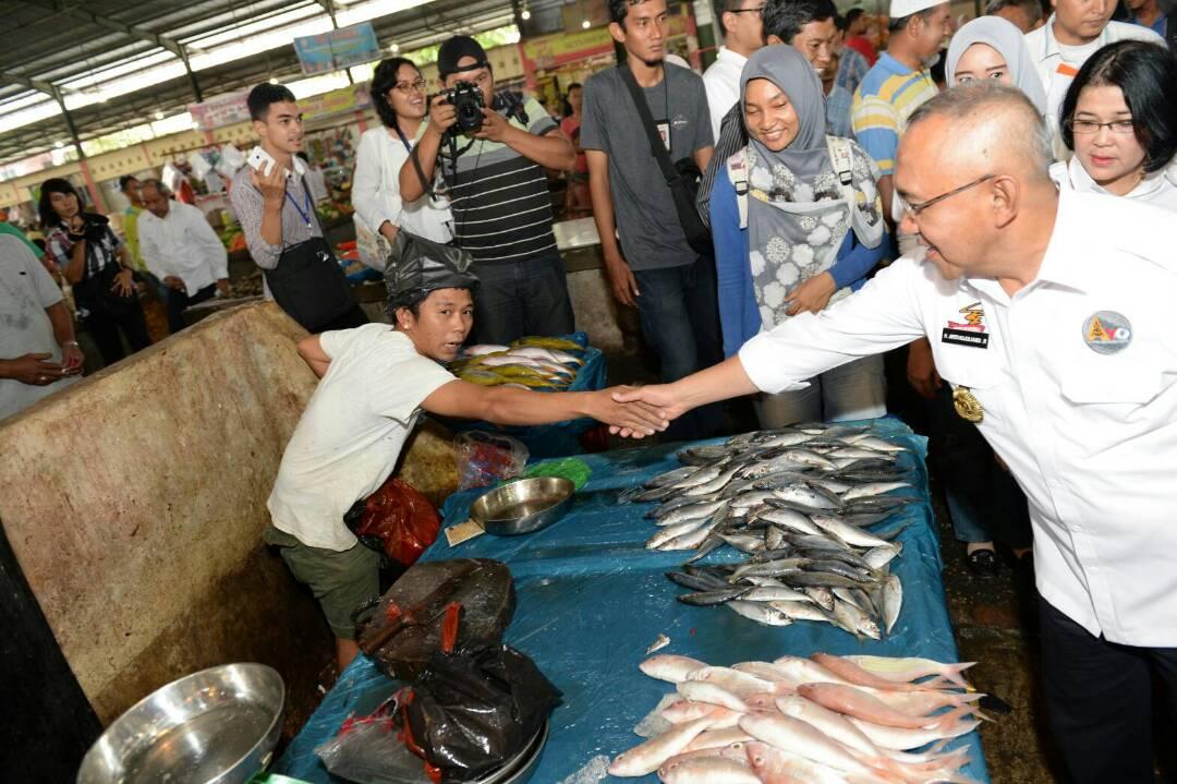 Jelang Memasuki Bulan Ramadhan, Gubri Pantau Ketersediaan Sembako di Pasar