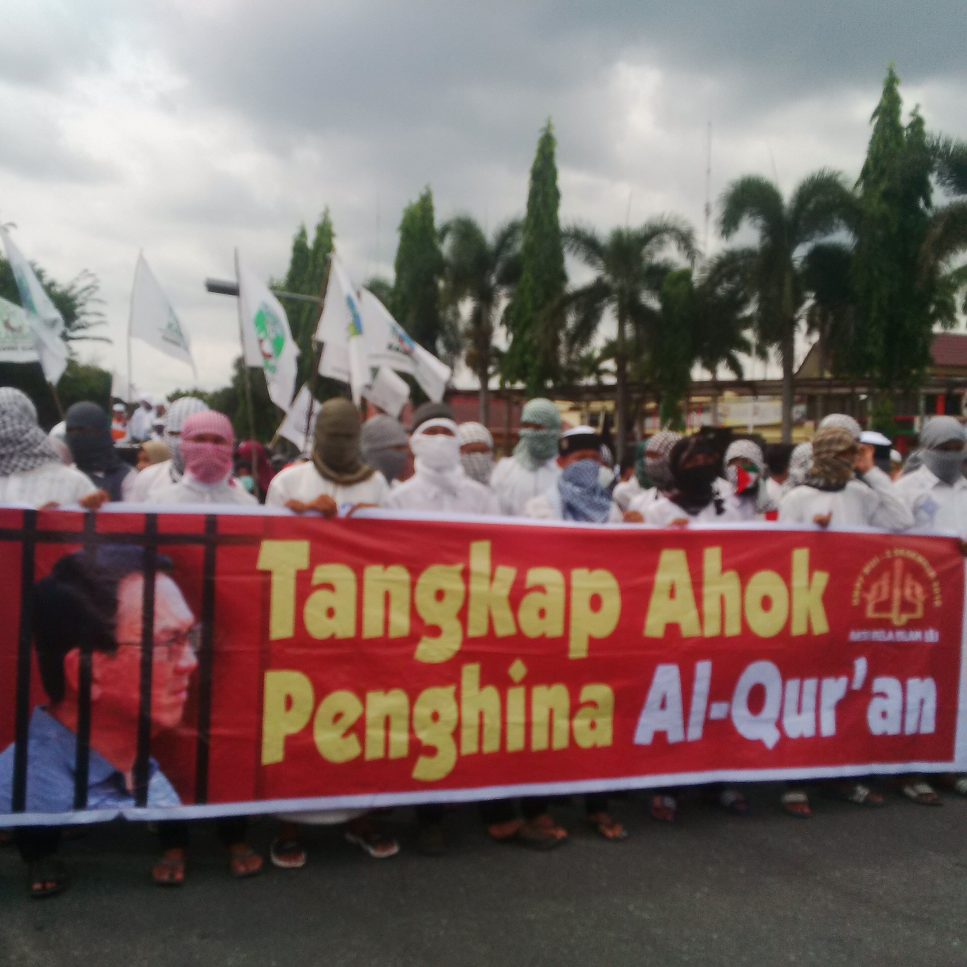 Rutusan Massa Aksi 55 Tuntut Ahok Dihukum Berat, Gelar Orasi di Tugu Zapin Pekanbaru