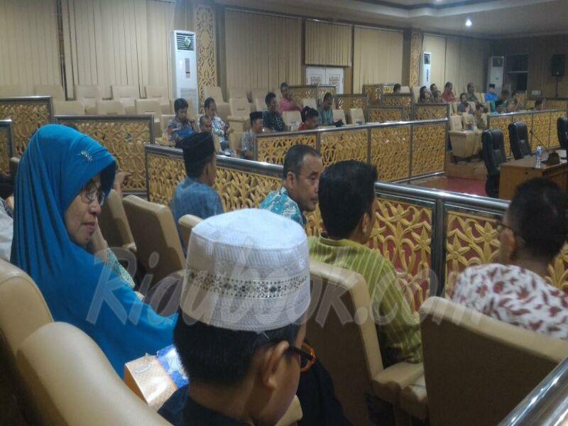 Dihadiri Wabup Zardewan, Sidang Paripurna DPRD Pelalawan Minus Pejabat Pemkab