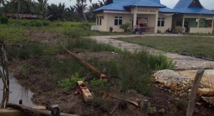Warga Desa Alai Meranti Dibayangi Ketakutan, Tiang-tiang Listrik Bertumbangan