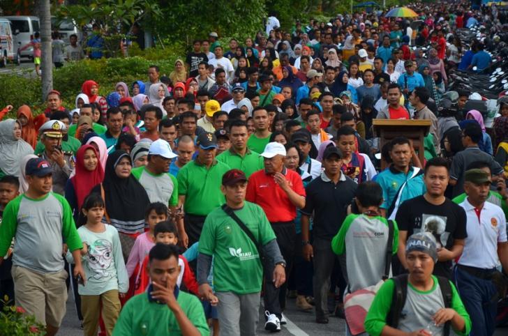 Riau Pustaka Lingkungan Dunia Jalan Sehat Bersama Gubernur Riau