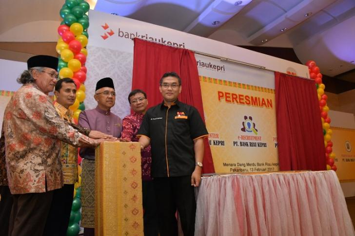 Gubernur Riau Meresmikan e-Recruitment BRK