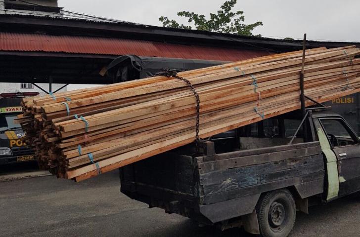 Polres Inhil Ungkap Pelaku Ilegal Loging Saat Berada di Pelabuhan Pekan Arba