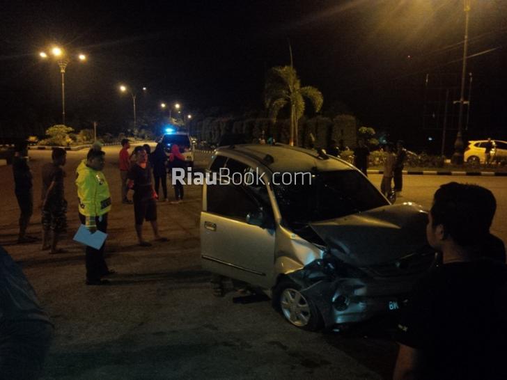 Terjadi Insiden Kecelakaan Mobil BRK dengan Mobil Pegawai Swalayan, 3 Orang Terluka