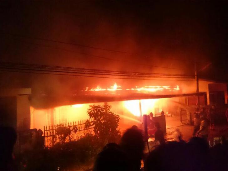 Saat Hujan, Dua Rumah di Dumai Hangus Terbakar