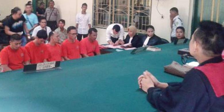 5 Pria Ini Ketangkap Bawa 17 Kilogram Sabu, Tapi Tidak Dihukum Mati