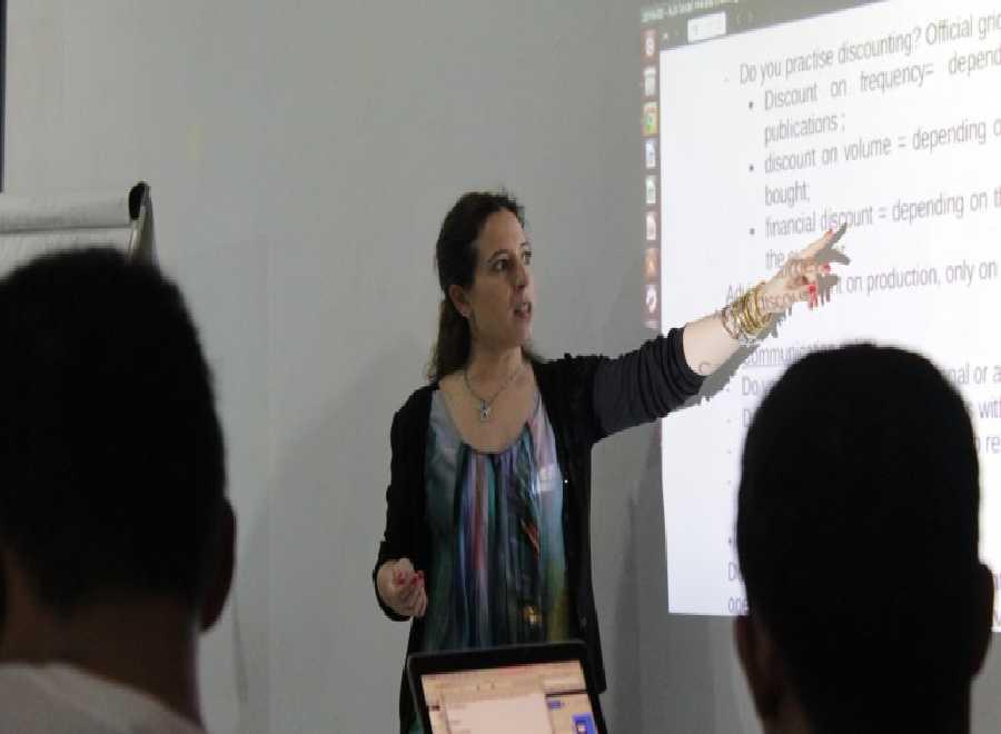 AJI dan Wanita Prancis dalam Workshop di Pekanbaru