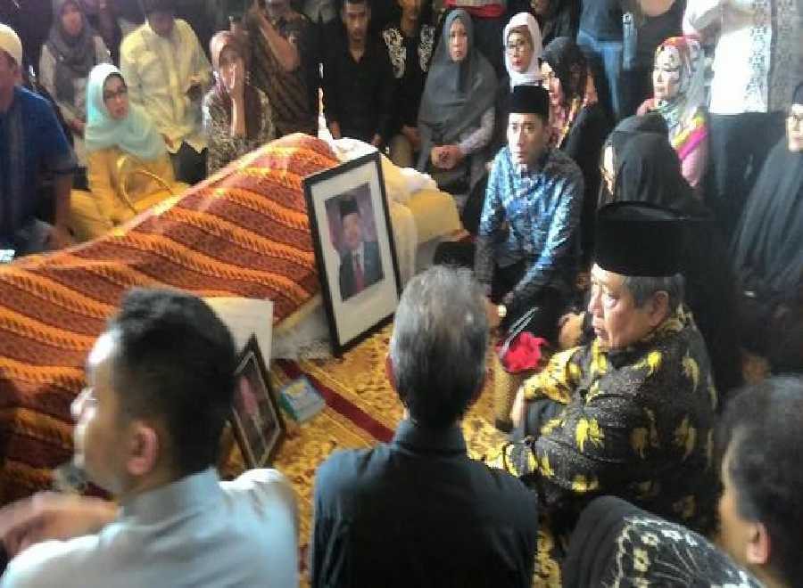 SBY Kehilangan Sutan Bhatoegana, 'Tak Percaya Dia telah Tiada'