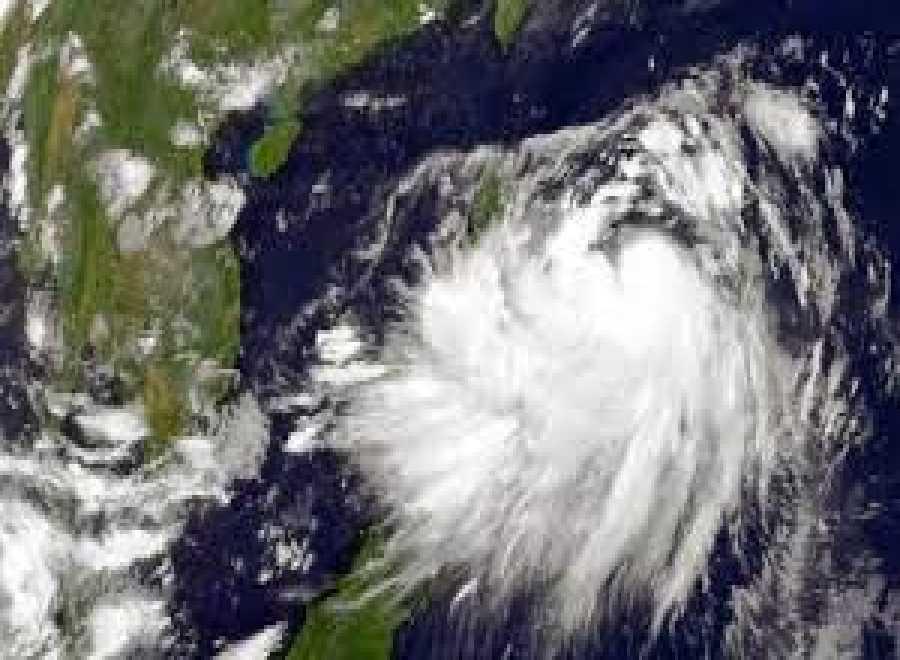 Waspada, Bibit Siklon Arafuru Tropis Sebabkan Hujan Lebat Hingga Gelombang Setinggi 4 Meter